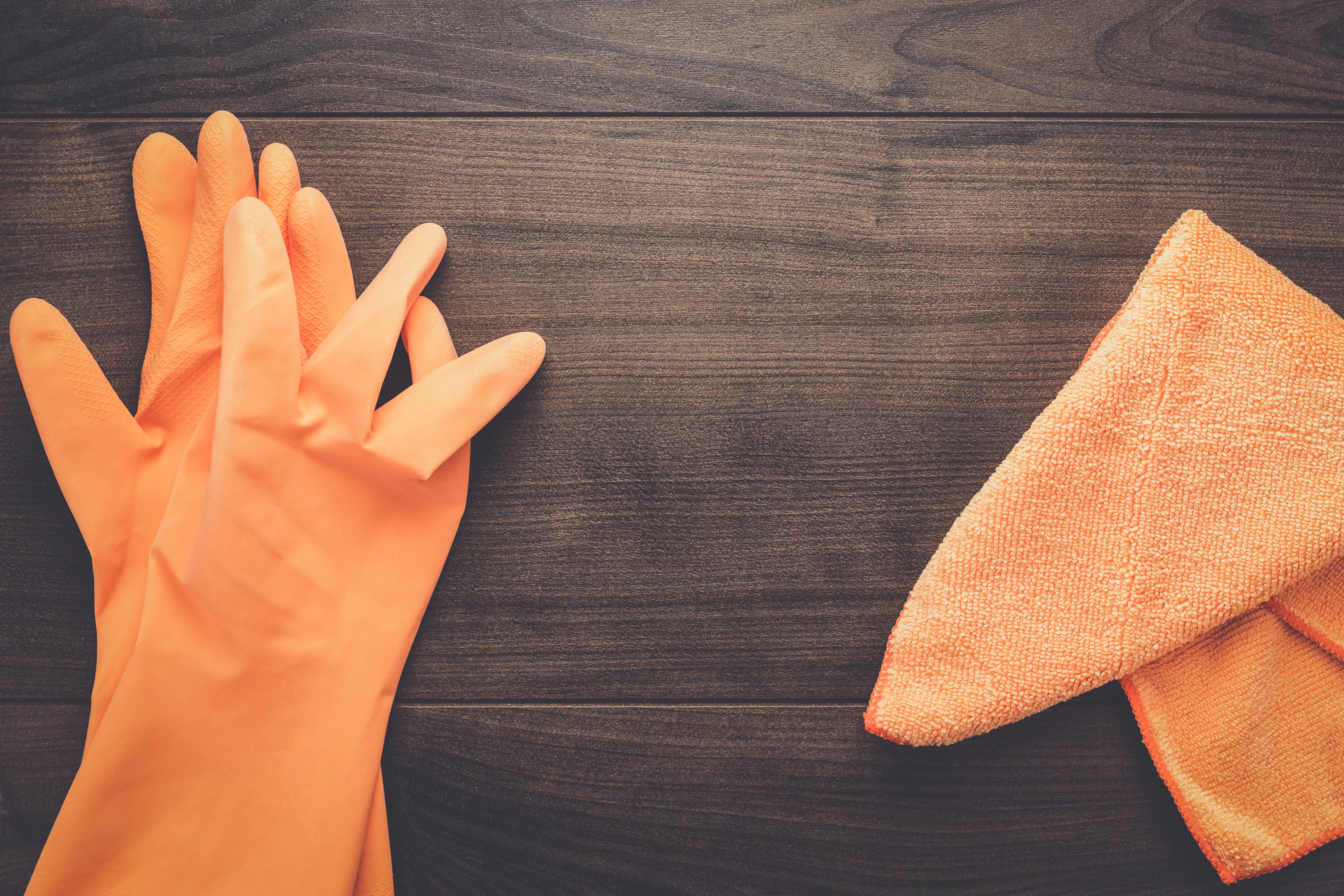 orange-rubber-cleaning-gloves-PYYKK9K