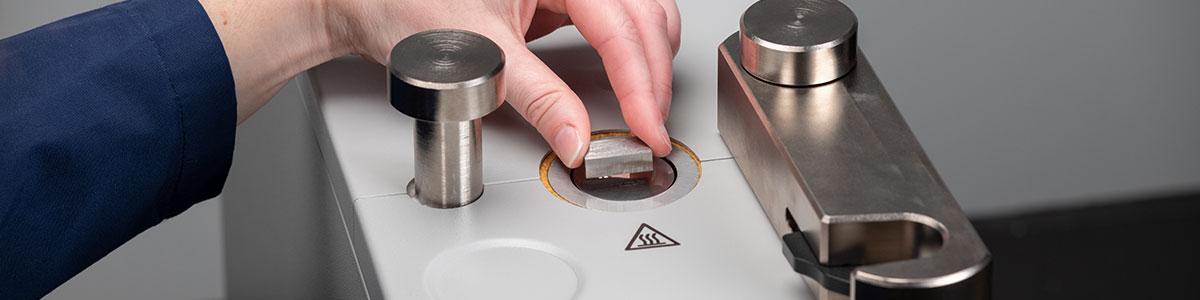 Prensa de montagem Série MX400/MX500 - LECO MX400/MX500 - Instrumentos Analíticos Científicos Mount-Sort - Sistemas de Embutimento por Compressão Automáticos -